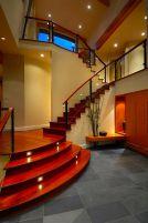Почему деревянные лестницы для дома, а не металлические