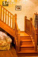 Деревянные лестницы в интерьере современного жилища