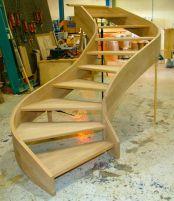 Разберем, какие интересные методы изготовления деревянных лестниц существуют сегодня