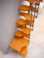 Важные моменты монтажа деревянной лестницы «гусиный шаг»